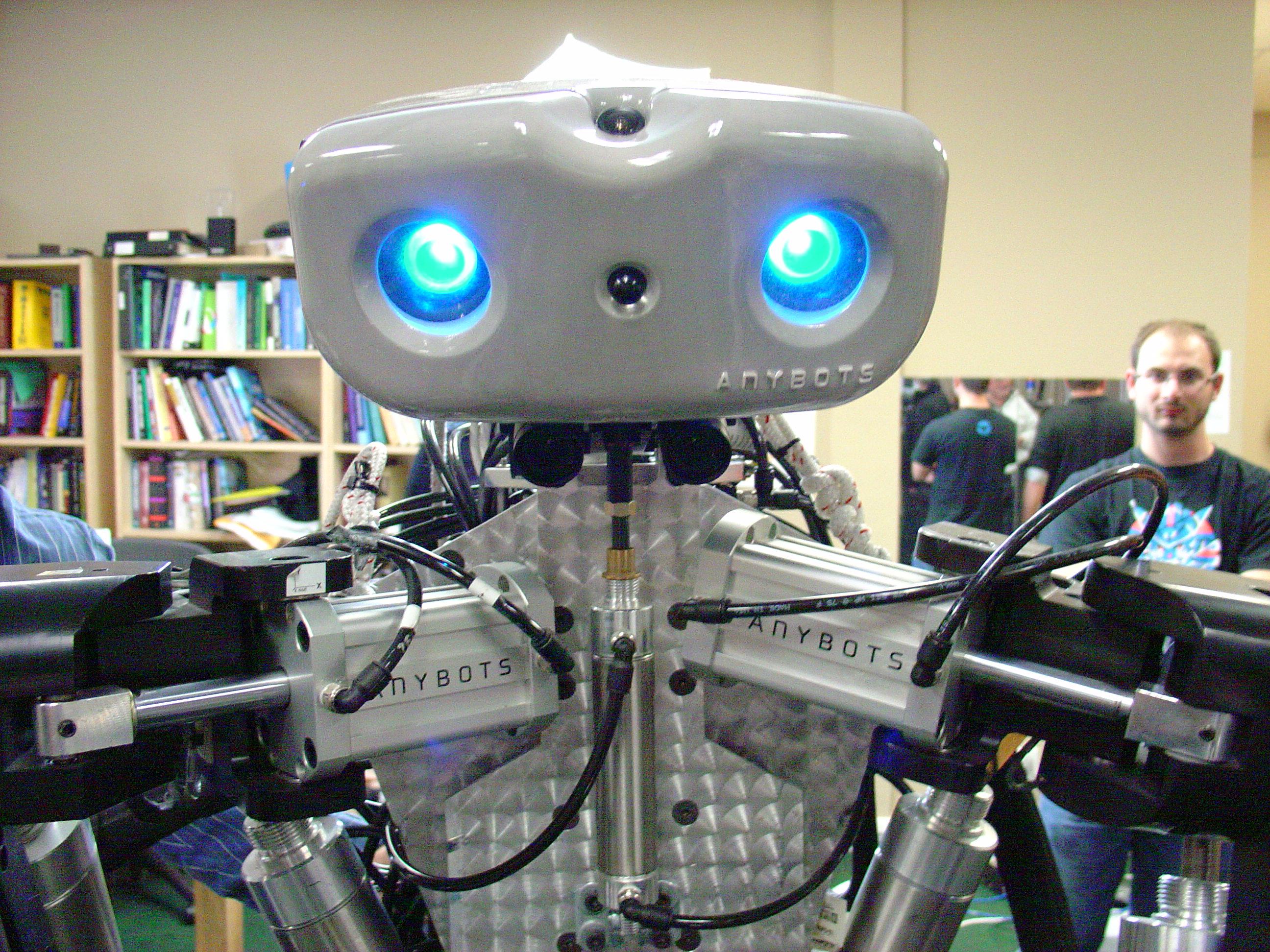 Высокотехнологичный робот