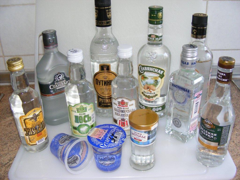 Российский средний класс предпочел водку, а не виски