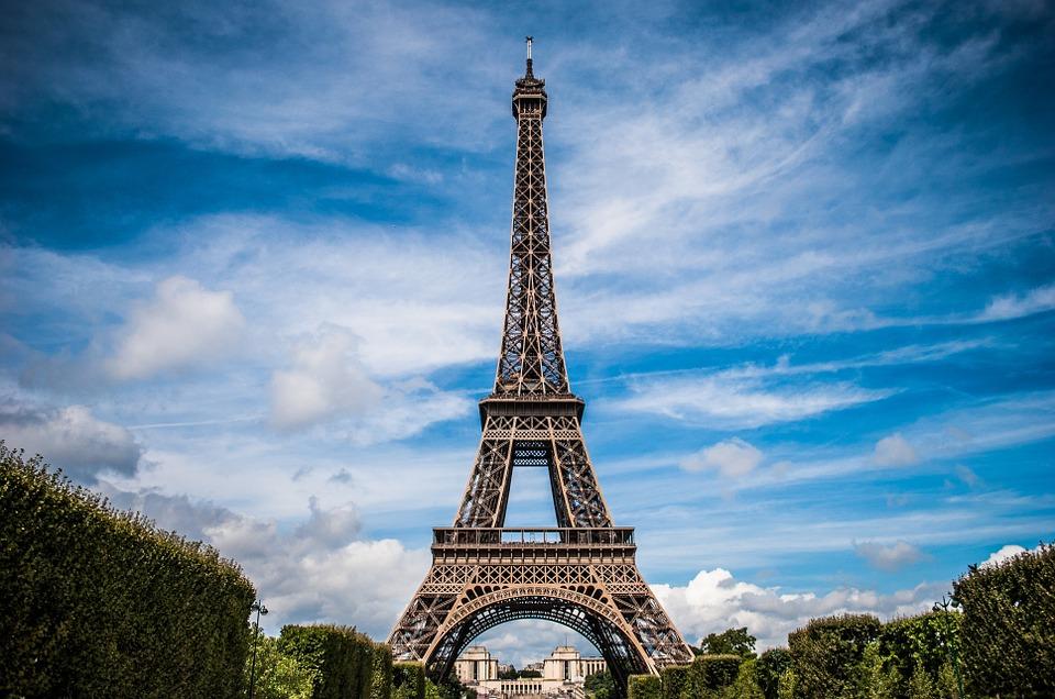 Вокруг Эйфелевой башни возведут стеклянную стену для защиты от террористов