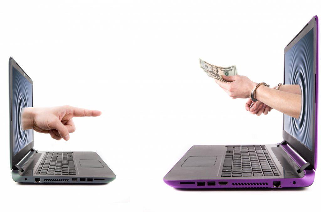 Банк России решил защищать пользователей Интернета от вредной финансовой информации