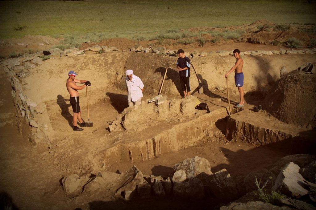 Раскопки, работа археологов