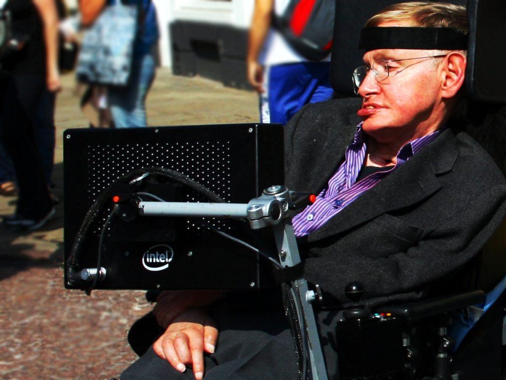 Ученый Стивен Хокинг в Кембридже