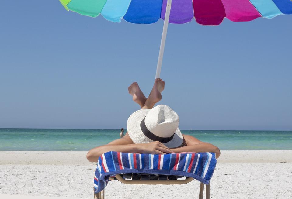 Сон до обеда и чревоугодие: путешественники рассказали о своих «слабостях» в отпуске