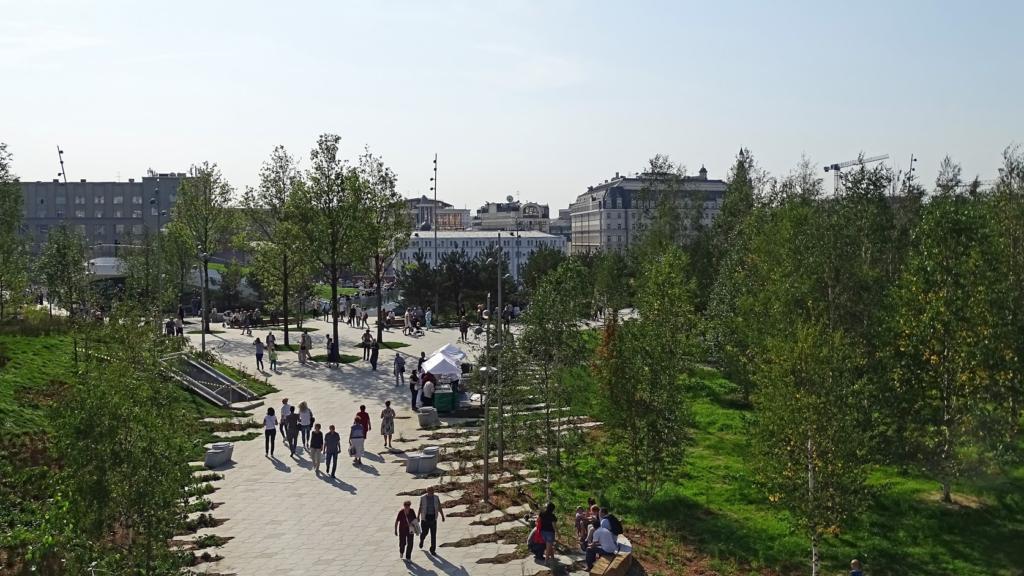Московский парк «Зарядье» изменил режим работы из-за вандалов