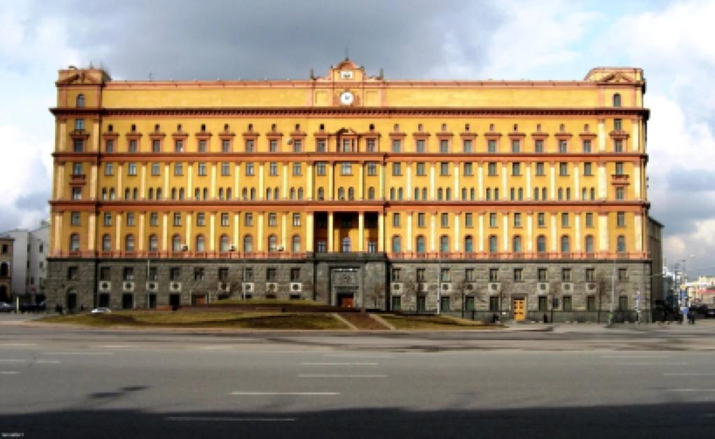 Гражданин Подольска бросил бутылку скрасной краской в строение ФСБ