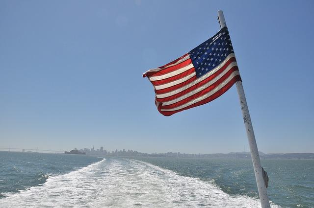 Моряки американского крейсера у берегов КНДР пребывают в тихой панике