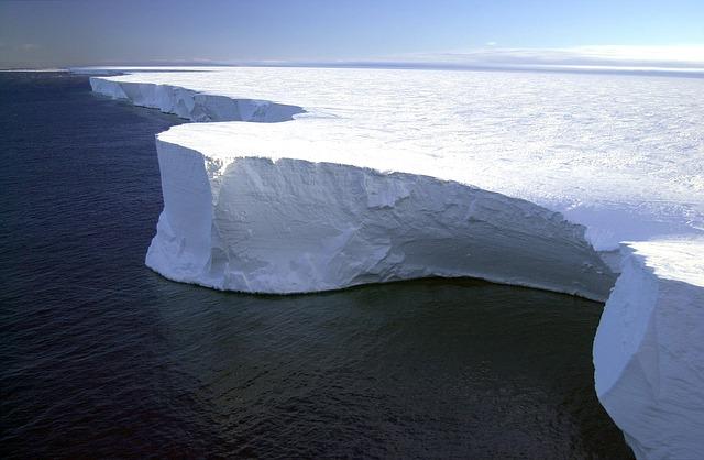 Необычное явление наблюдают канадские ученые во льдах Антарктиды