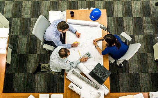 МинтрудРФ: наиболее востребованными специалистами осенью стали инженеры