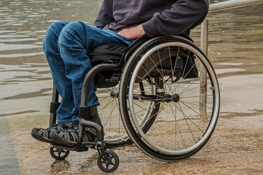 Работоспособным инвалидам третьей группы, потребительский кредит дадут.