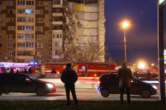 Милиция  охраняет территорию обрушившегося дома вИжевске