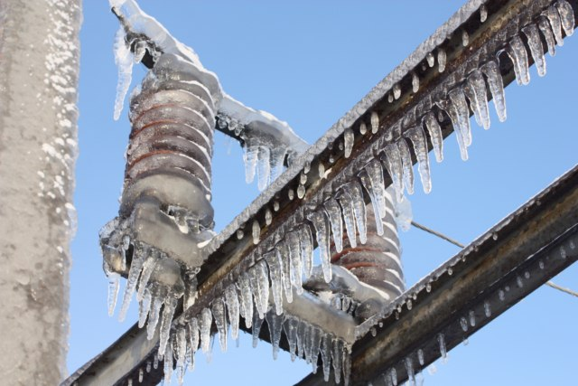 ВЛипецке ликвидируют последствия сильного снегопада