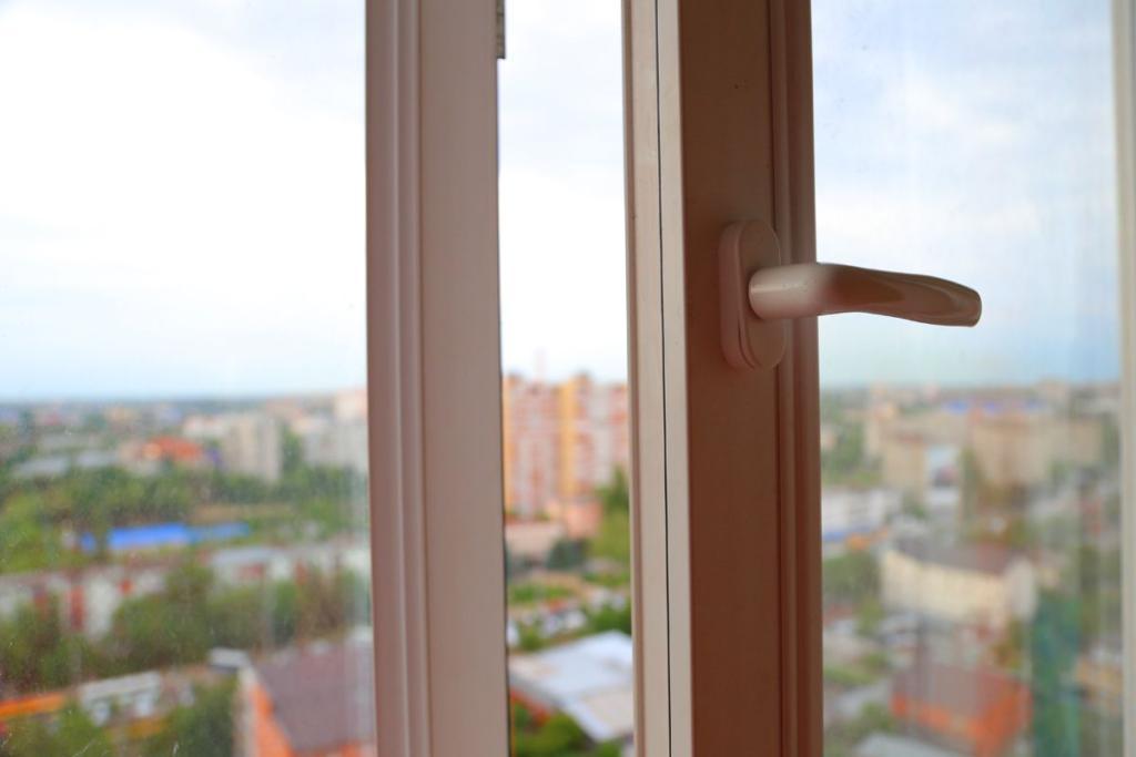 НаВасильевском острове молодой кубанец выпал с16-го этажа
