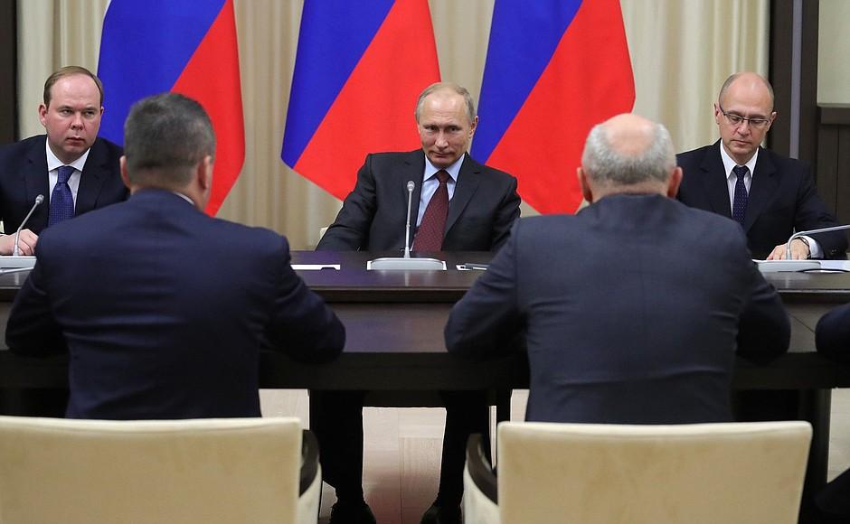 Путин пригласил экс-губернаторов накремлевскую елку