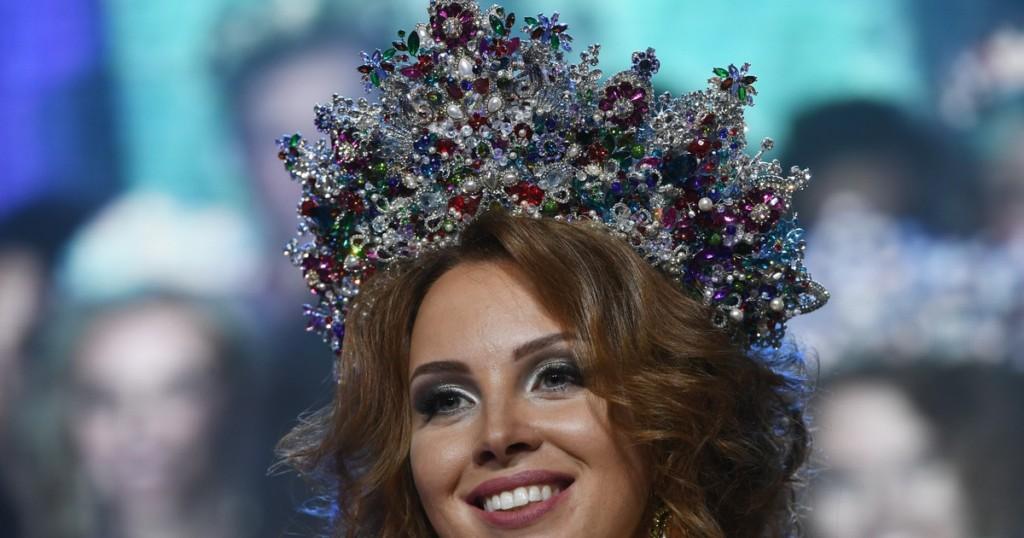 Супруга Дмитрия Диброва отдала свою корону «Миссис России»