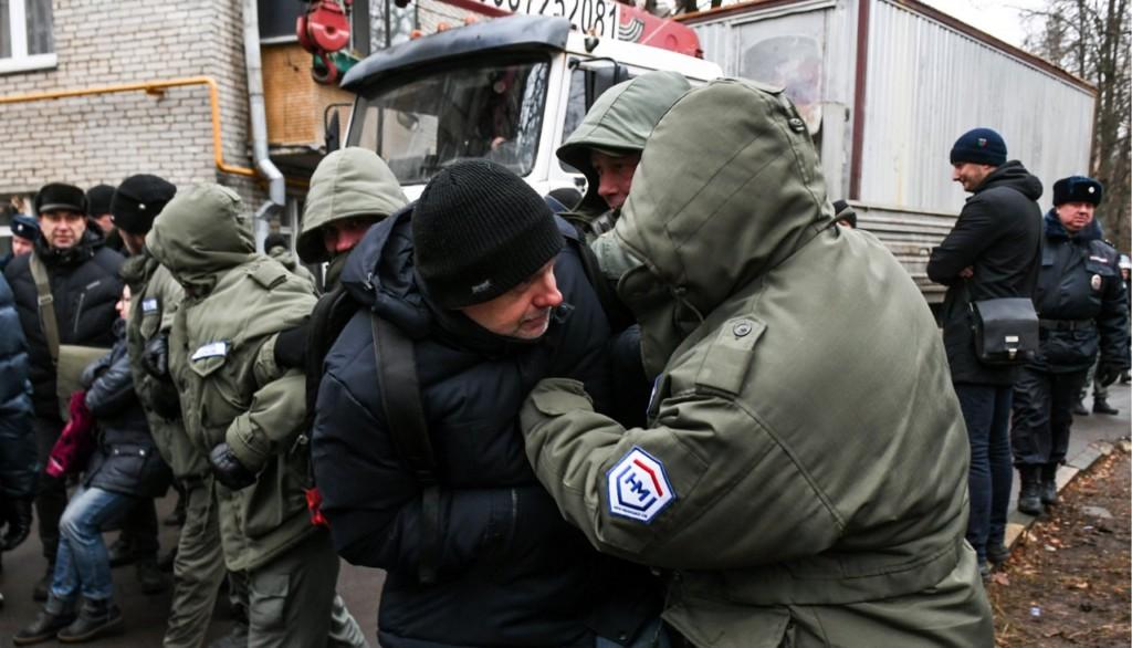 Граждане  Кунцева продолжают воевать сзастройщиком иполицией