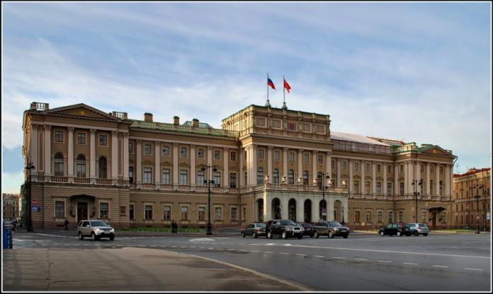 Депутаты петербургского парламента отстояли право на служебный транспорт за 439 млн рублей