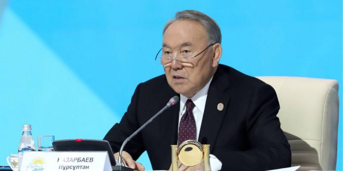 Депутаты в Казахстане сделали «реверанс» Назарбаеву и нарекли его именем Астану