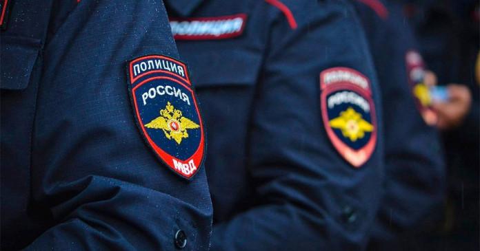 В Москве сотрудник «Пятерочки» избил ремнем парня и девушку