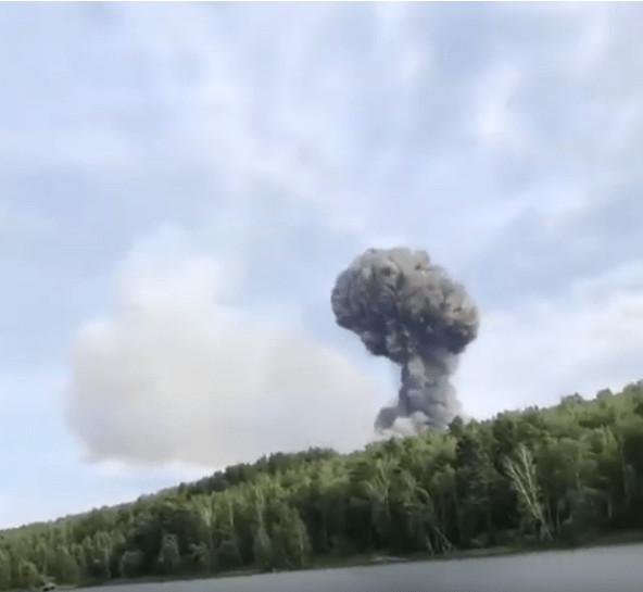 Два человека пострадали во время взрывов в воинской части в деревне Каменка